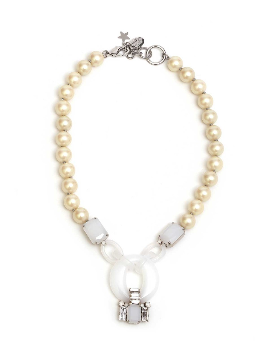 Pearl necklace with plexi rings