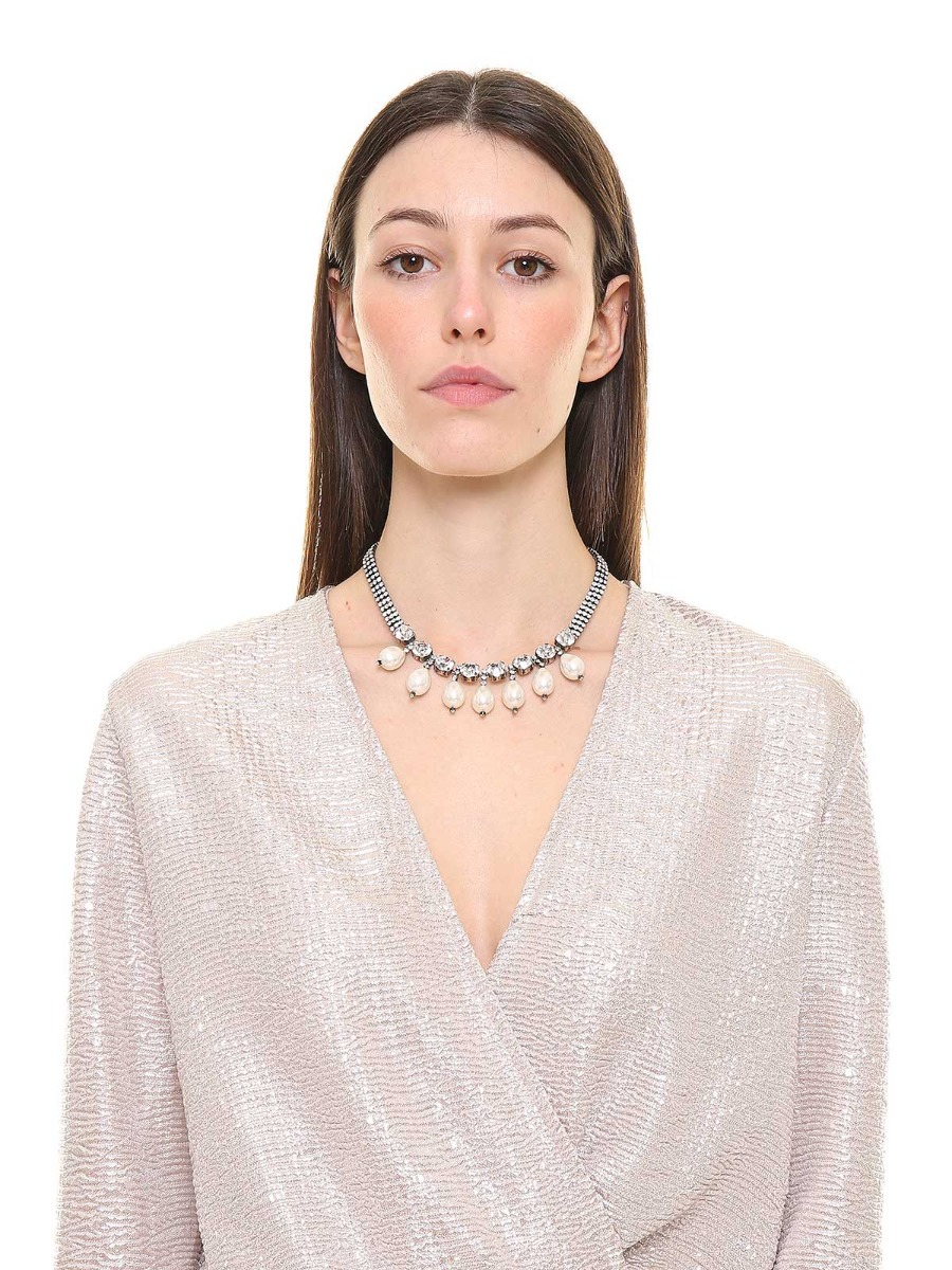 Choker necklace with rhinestones and pearls