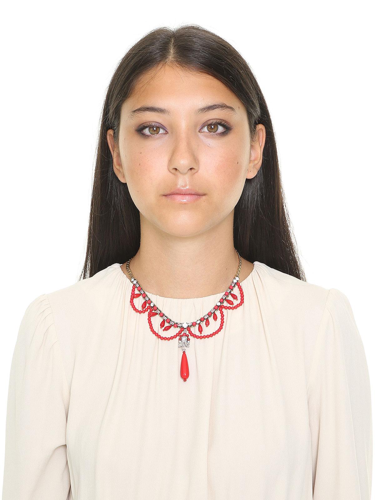 Collana con drappeggio di perline colorate