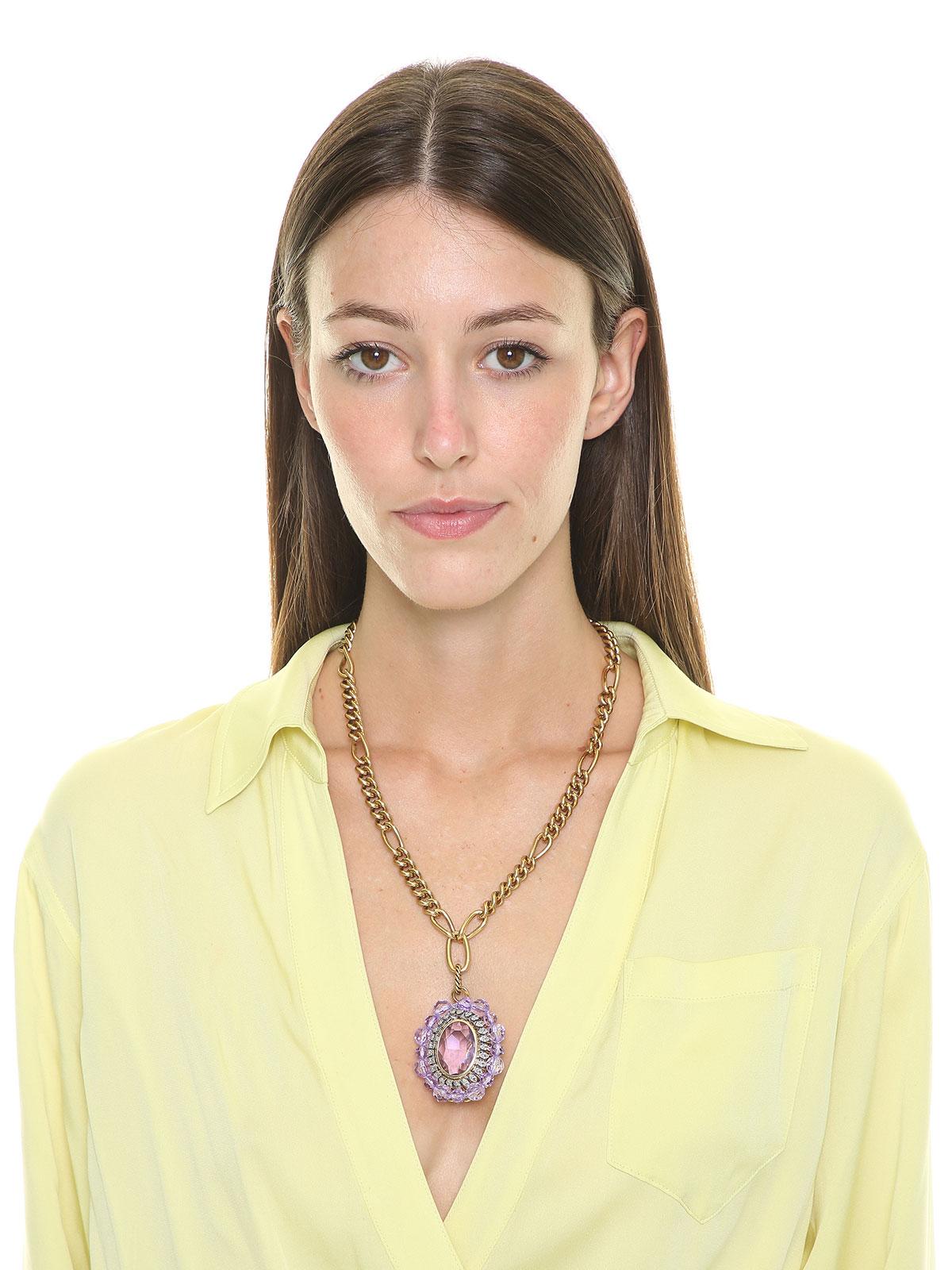 Collana con medaglione di perle in plexiglass