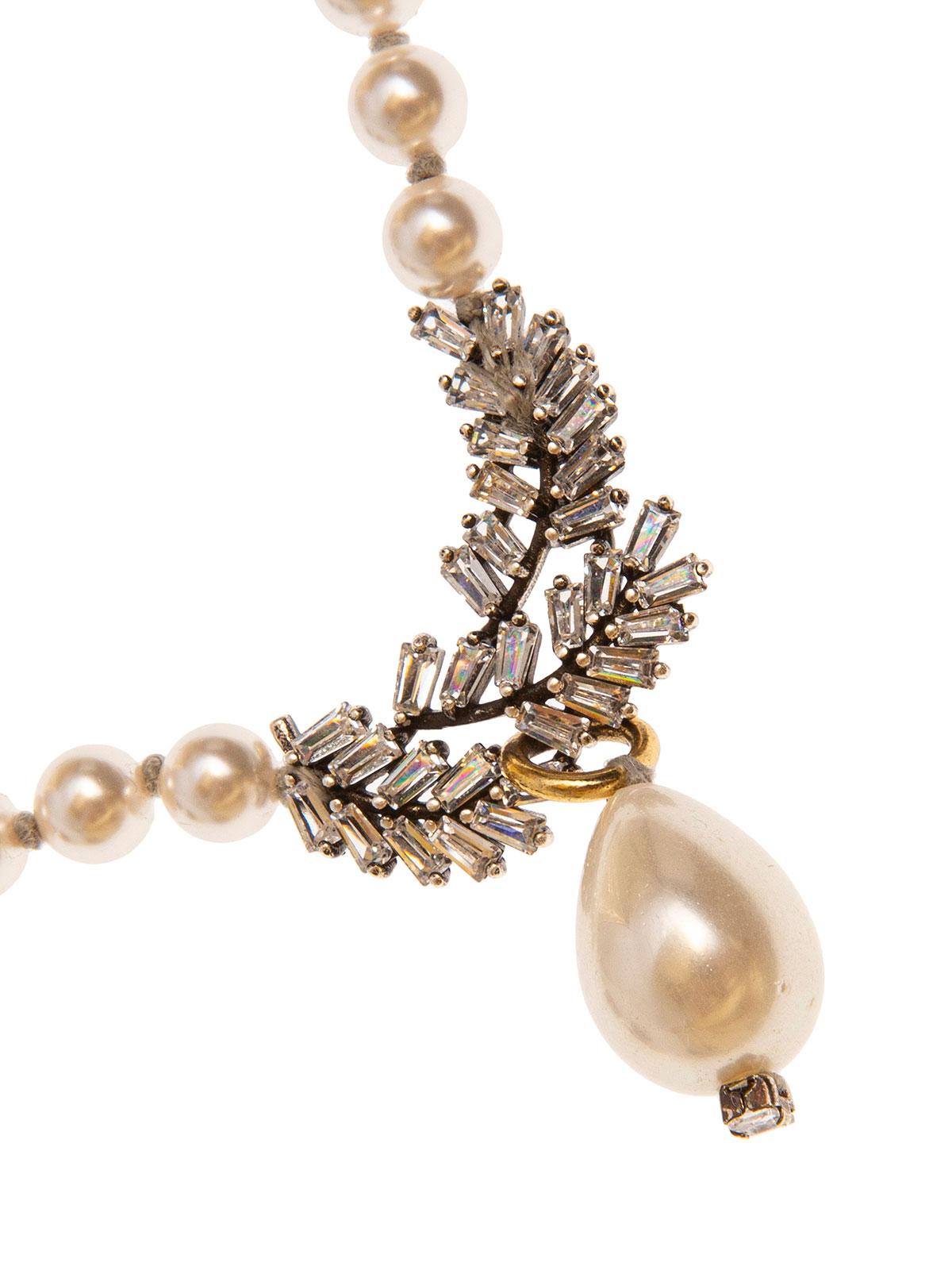 Collana di perle e foglie ricamate con baguettes e goccia