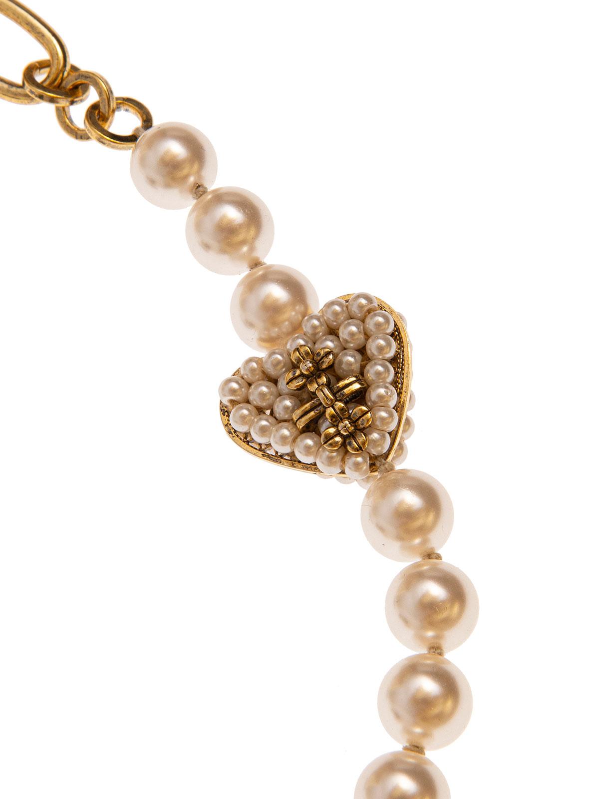 Collana di perle e catena impreziosita da cuori ricamati con fiori e perle