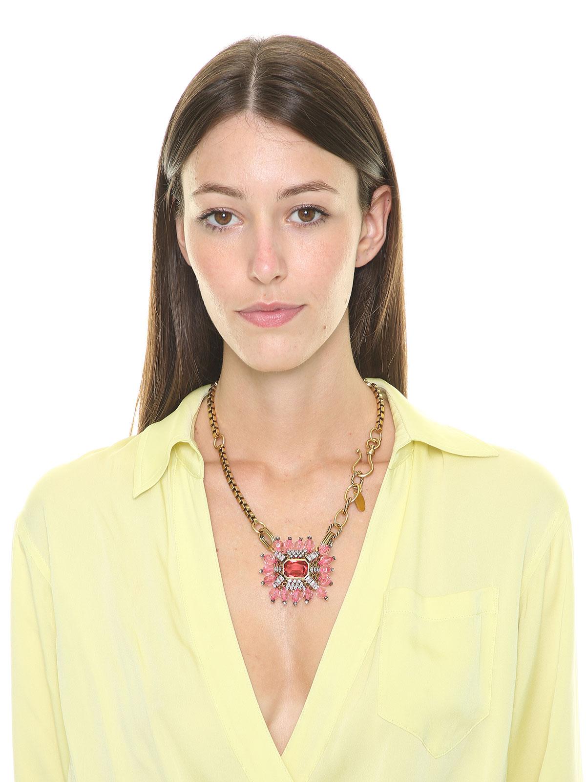 Collana con centrale gioiello e perle in plexiglass