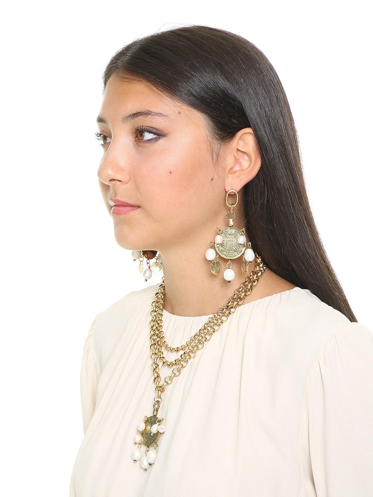 Orecchini con monete e perle di fiume