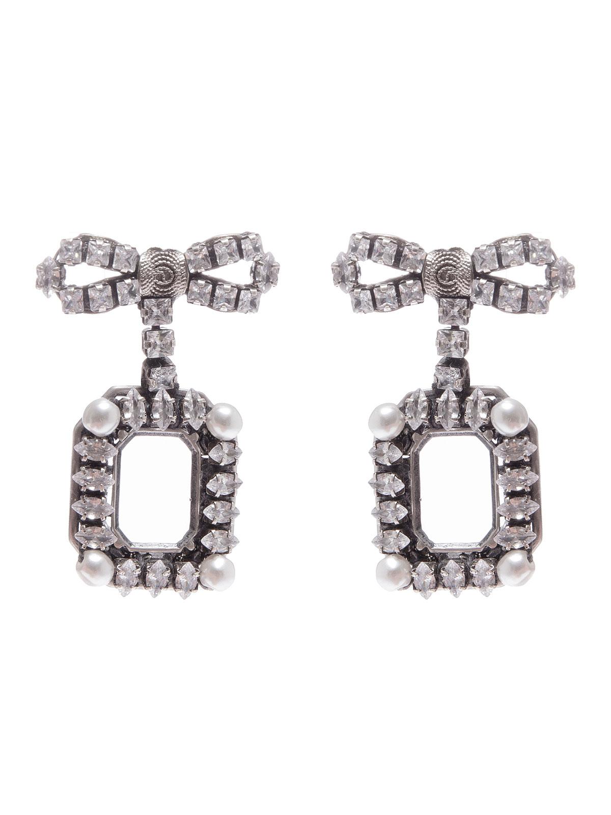 Orecchini con fiocchi e ottagoni ricamati con pietre cristallo e perle
