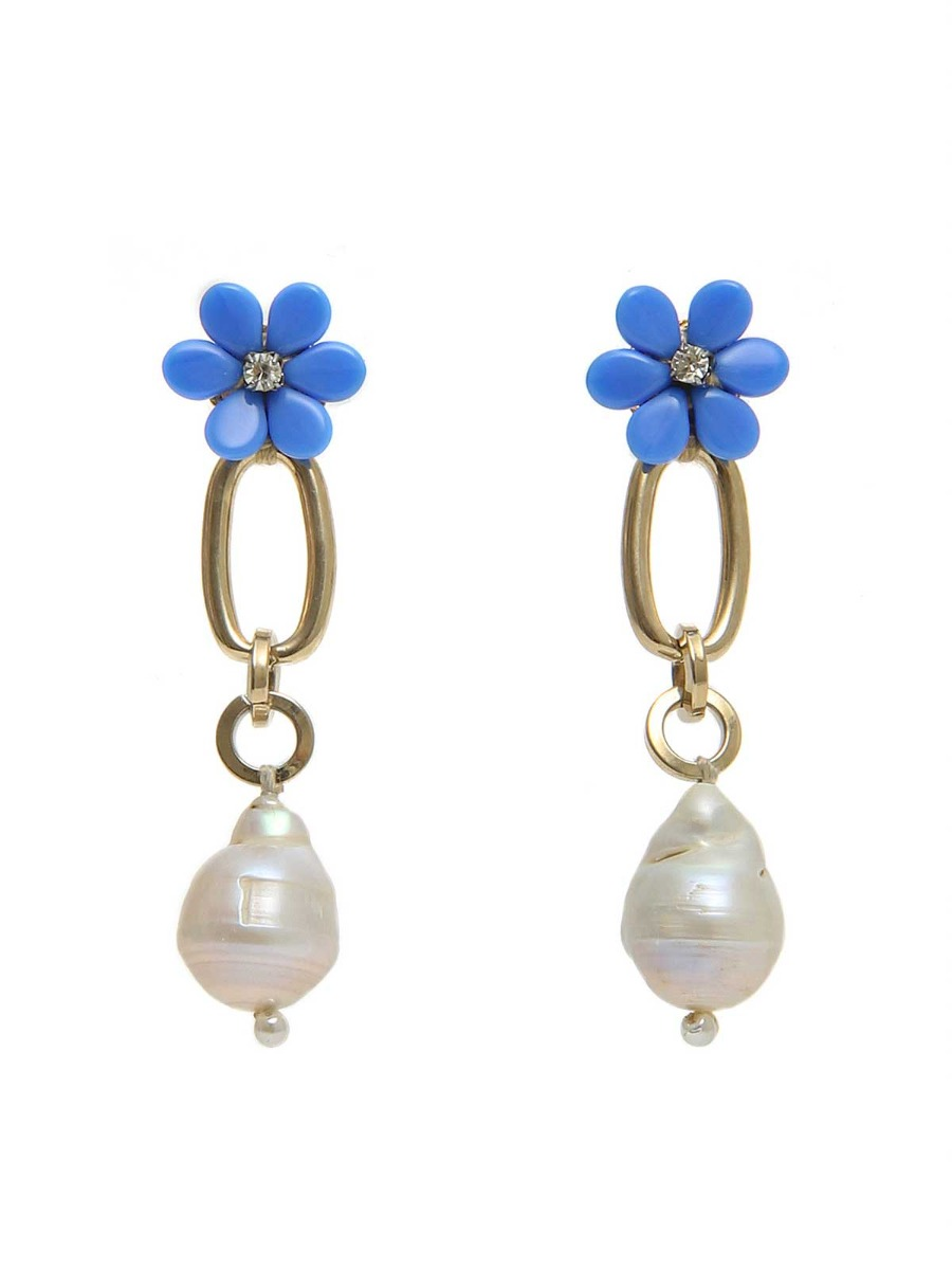 Pendant earrings with daisies and freshwater pearls