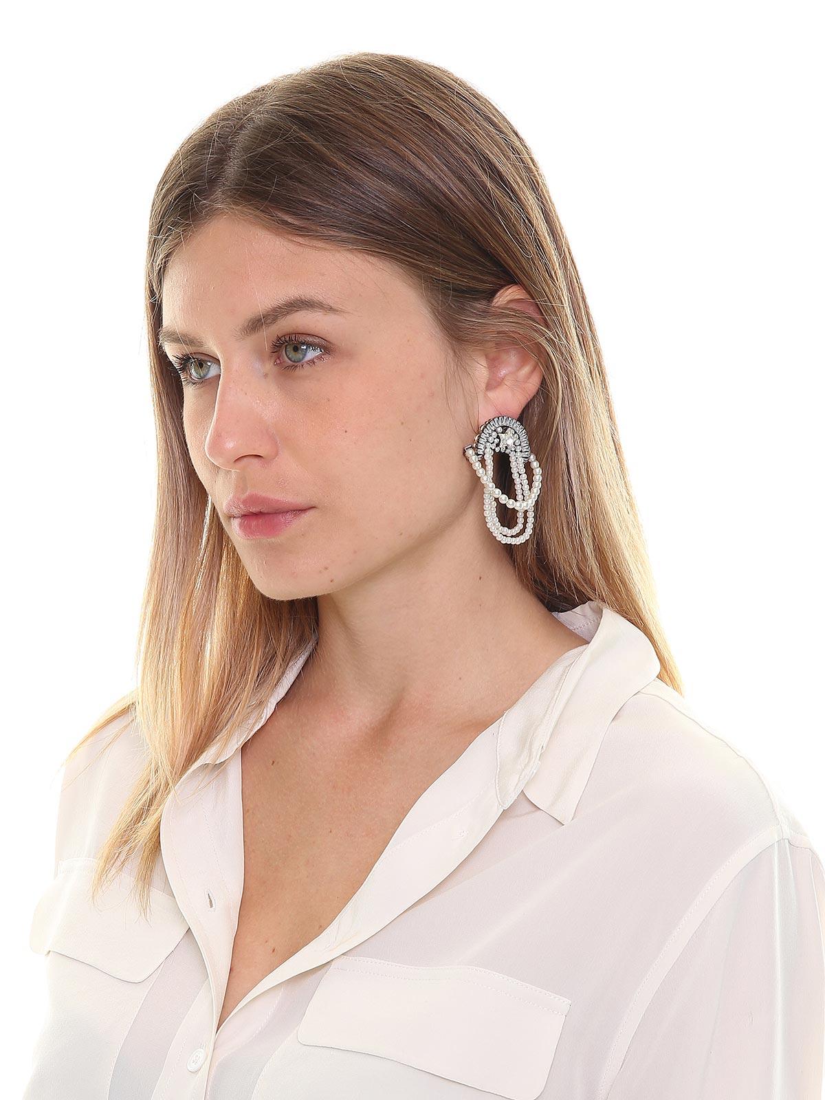 Orecchini pendenti decorati con perle e cristalli