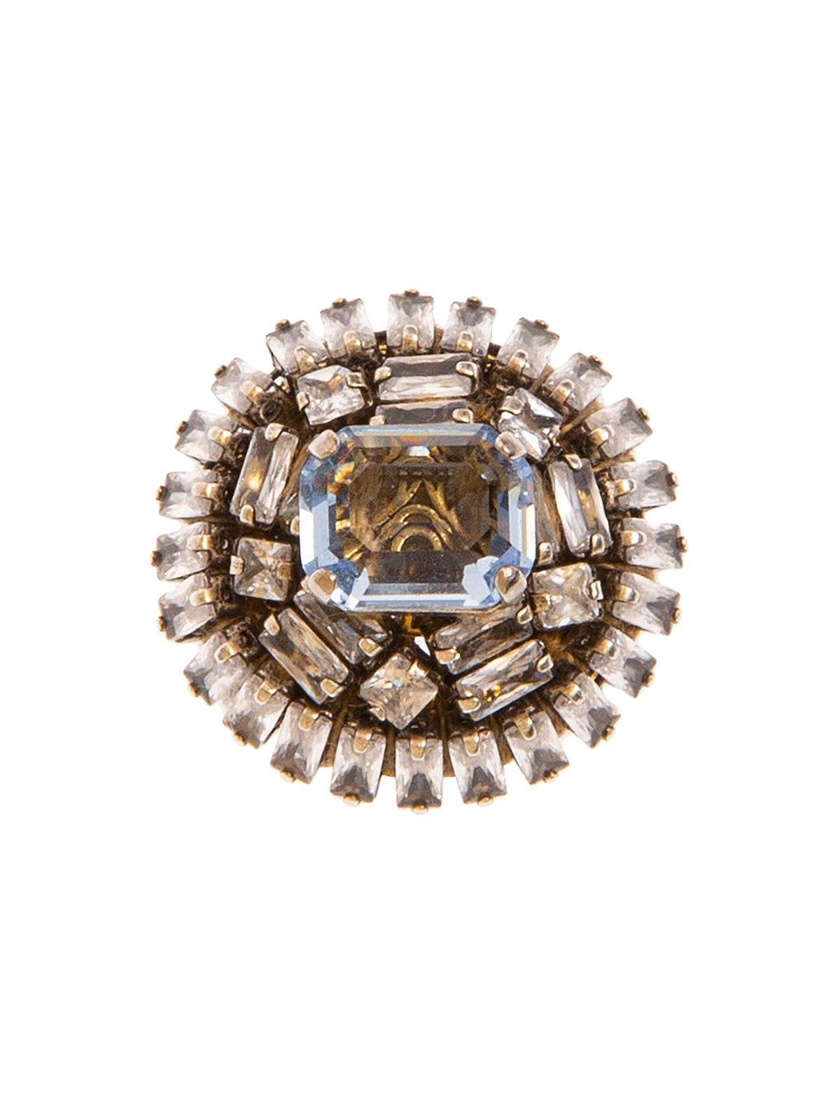 Spilla bottone ricamato con baguettes e pietra centrale